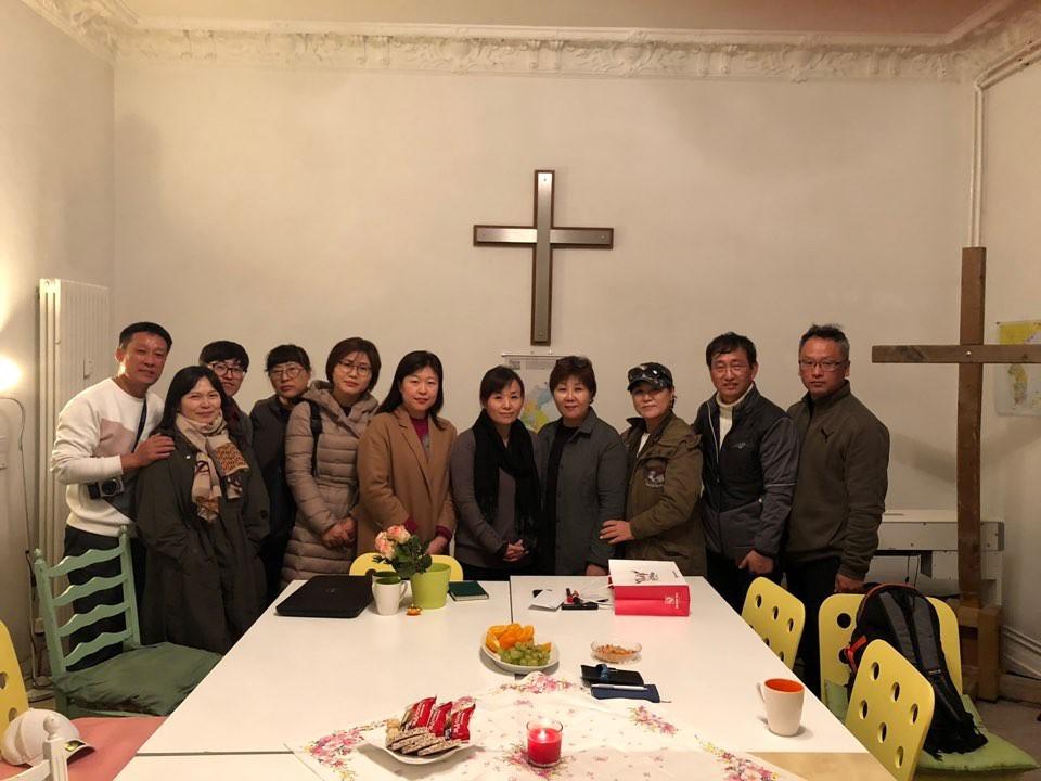 중부노인복지센터, 즐거운집 노인복지센터, 완주노인복지센터의 원장들과 직원들이 해로를 방문하였다.